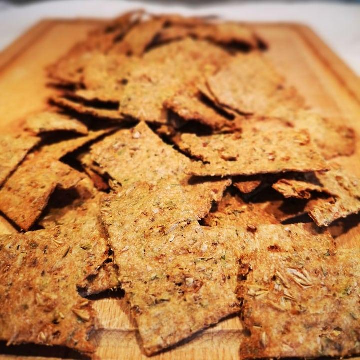 Photo crackers aux drêches de brasserie et herbes de Provence OURO Biscuiterie Circulaire de Touraine