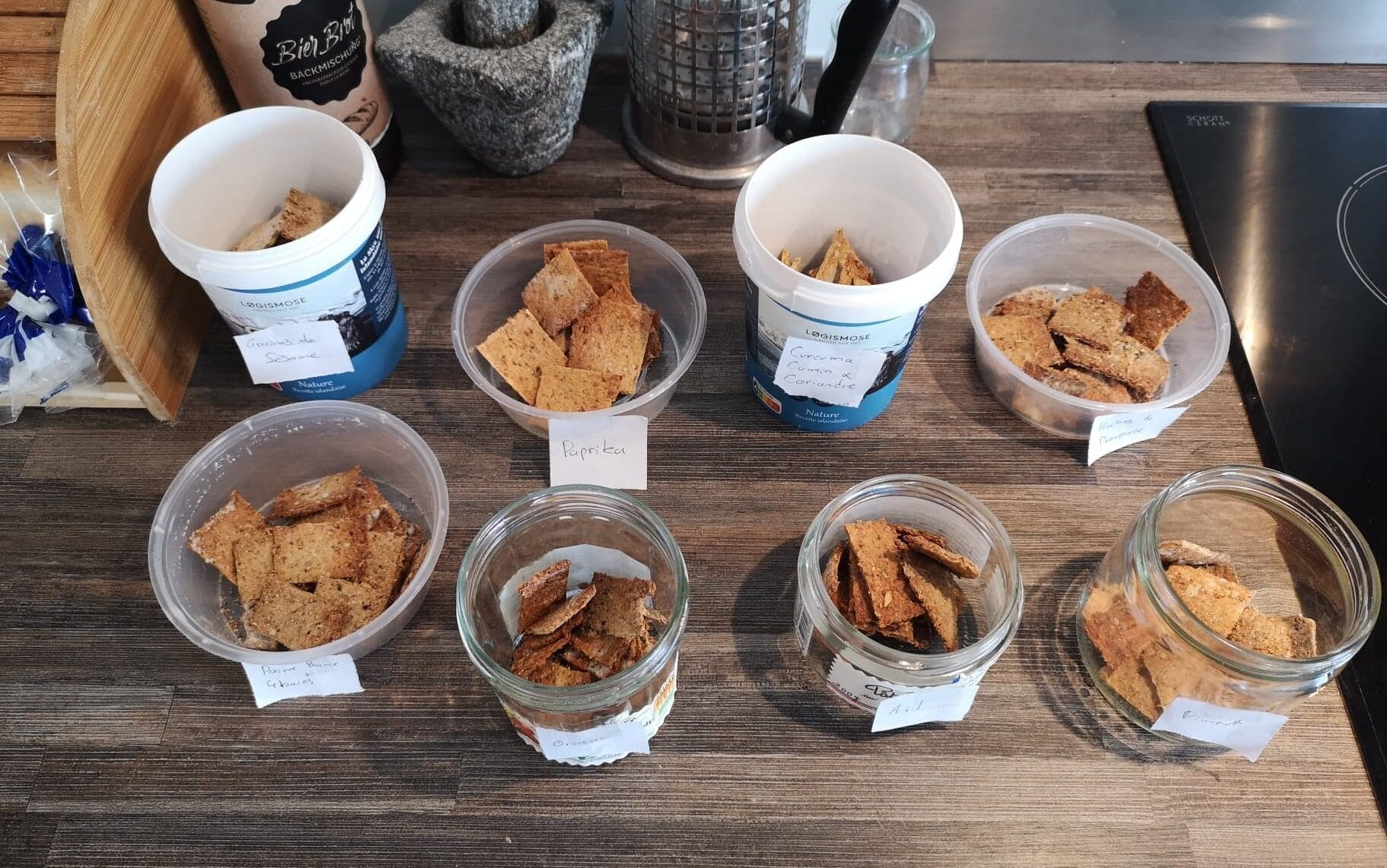 Les premiers prototypes de crackers aux drêches, 8 saveurs différentes !