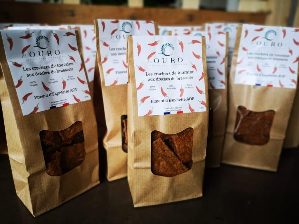 Paquets Crackers drêches de Brasserie piment d'Espelette Biscuiterie OURO biscuiterie circulaire de Touraine